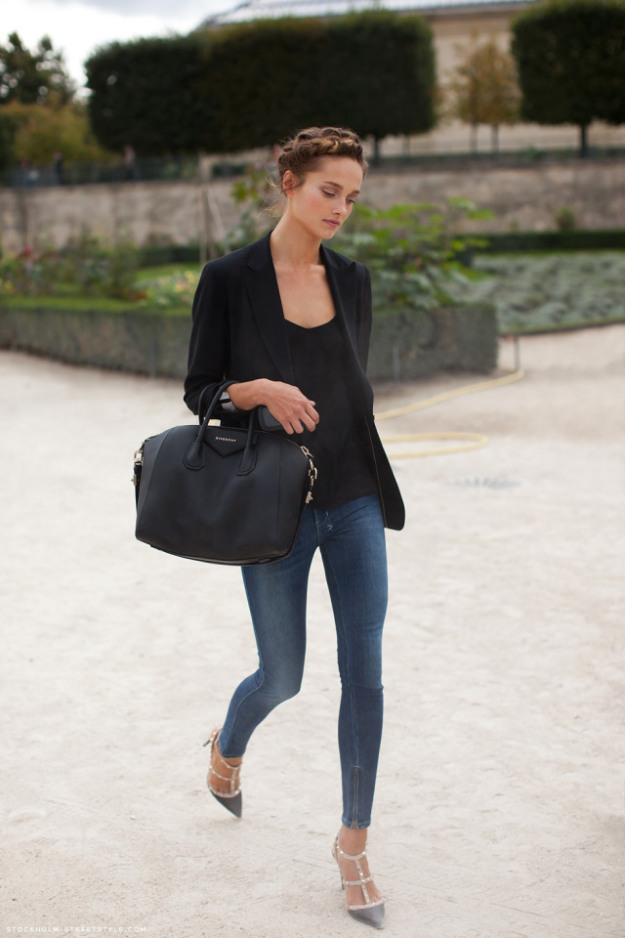 la-modella-mafia-model-off-duty-street-style-chic-fall-2012-shoes-le-valentino-rockstud-shoes-karmen-pedaru-pumps1